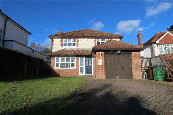 4 Bedrooms Detached House for sale in Hollywood Lane, Wainscott