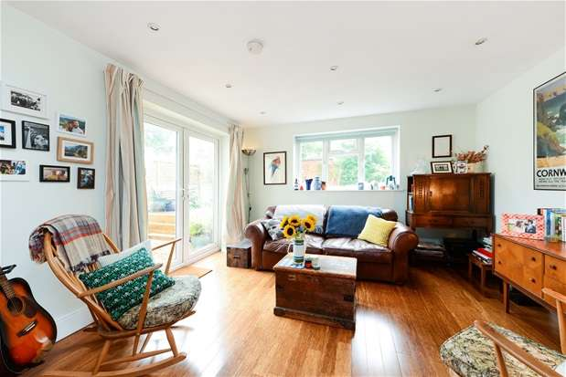 2 Bedrooms Flat for sale in Arlingford Road, Brixton