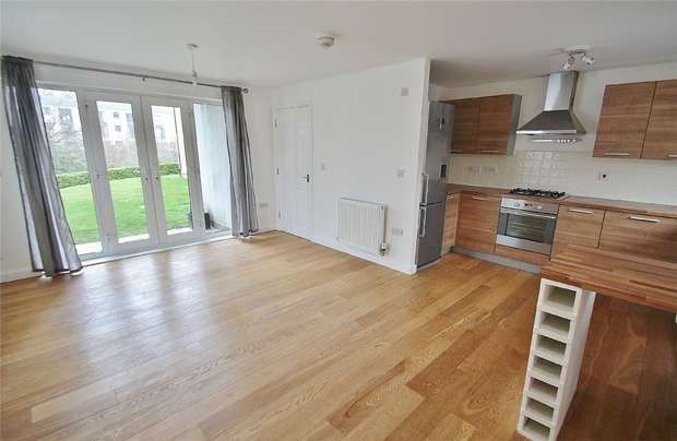 2 Bedrooms Flat for sale in Kittiwake Drive, Portishead, North Somerset