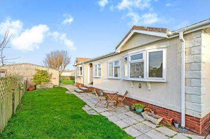 3 Bedrooms Bungalow for sale in St. Merryn Holiday Village, St Merryn, Cornwall