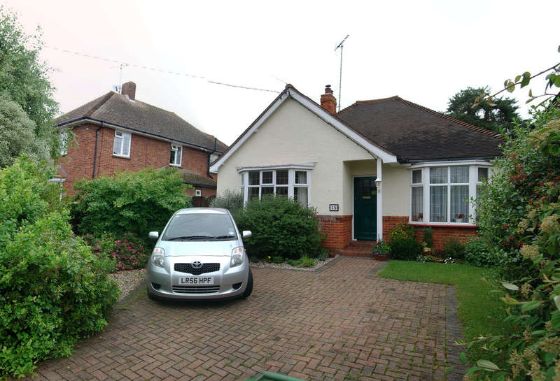 2 Bedrooms Detached Bungalow for sale in Hillside Road, Burnham-on-crouch