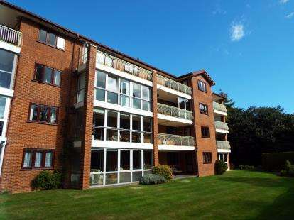 3 Bedrooms Flat for sale in 46 West Cliff Road, Bournemouth, Dorset