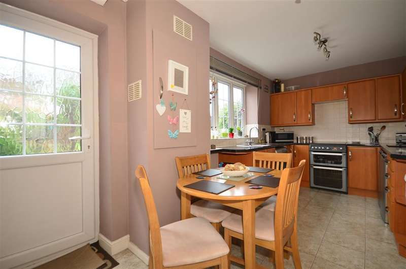 3 Bedrooms Terraced House for sale in Deepdene Path, Loughton, Essex