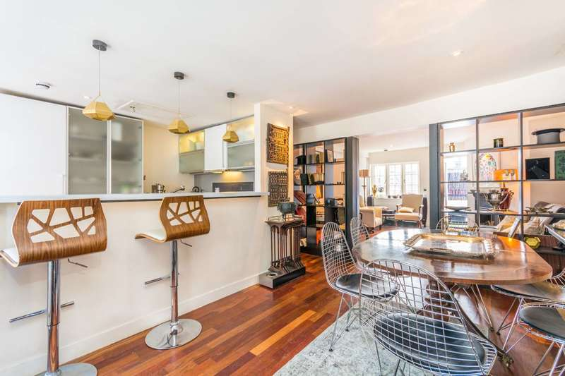 2 Bedrooms Flat for sale in Lexington Street, Soho, W1F