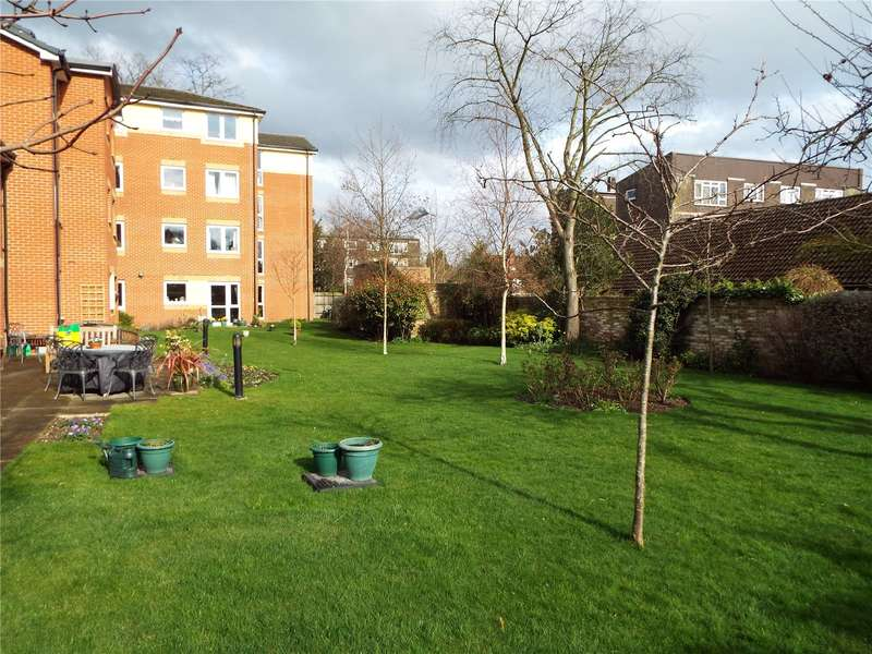 1 Bedroom Flat for sale in Oaktree Court, Addlestone Park, Addlestone, Surrey, KT15