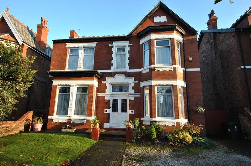 5 Bedrooms Detached House for sale in Curzon Road, Southport. PR8 6PL