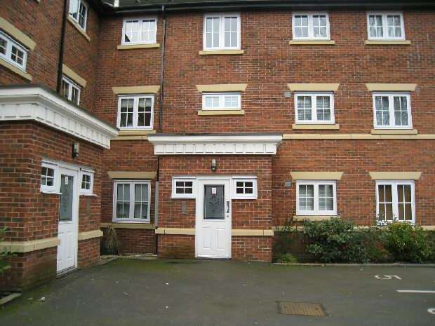 2 Bedrooms Apartment Flat for sale in Redoakes Way, Halewood, Liverpool