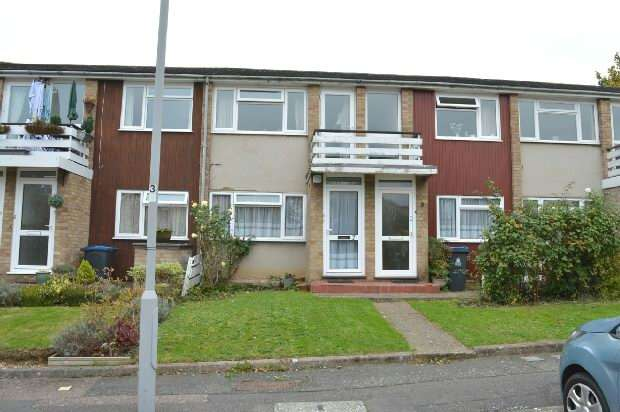 2 Bedrooms Maisonette Flat for sale in Harrow Close, Chessington