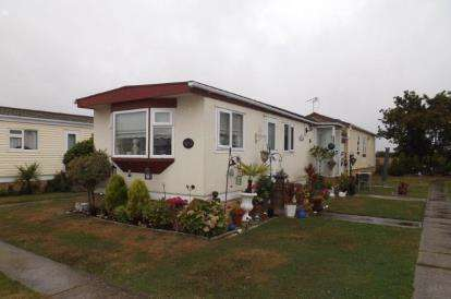2 Bedrooms House for sale in St. Osyth Road, Little Clacton, Clacton-On-Sea