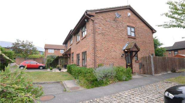 3 Bedrooms End Of Terrace House for sale in Fleetham Gardens, Lower Earley, Reading