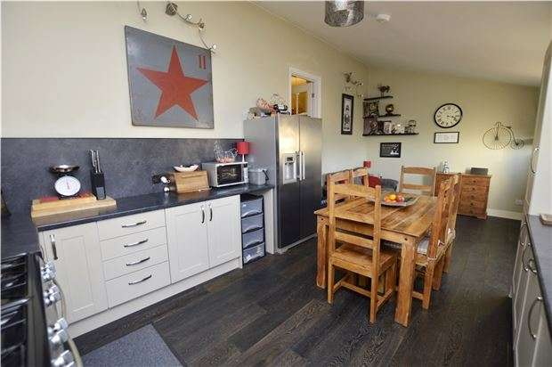 3 Bedrooms Semi Detached House for sale in Thompson Road, Stroud, Gloucestershire, GL5 1TB