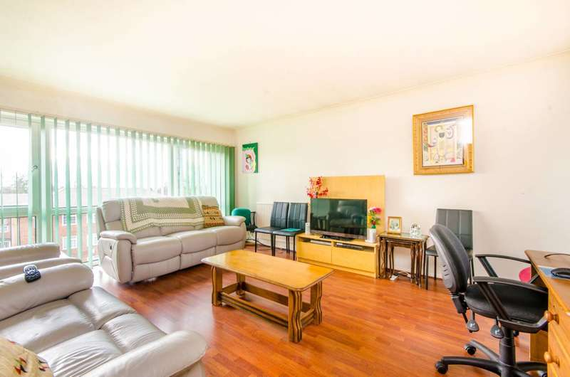 2 Bedrooms Flat for sale in Lantern Close, Wembley, HA0