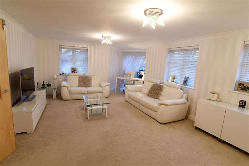 2 Bedrooms Apartment Flat for sale in Brackenhurst Place, Moortown, Leeds, LS17 6WD