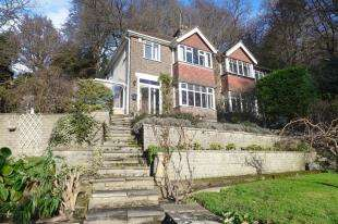 3 Bedrooms House for sale in Woodside Way, Redhill, Surrey