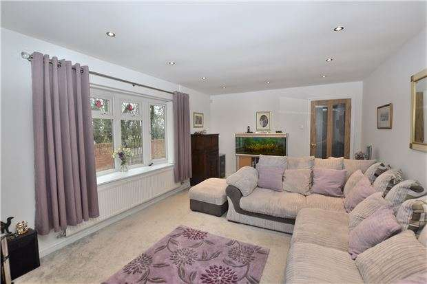 3 Bedrooms Detached Bungalow for sale in Naas Lane, Quedgeley, GLOUCESTER, GL2 2SA
