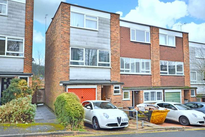 3 Bedrooms Town House for sale in Woking