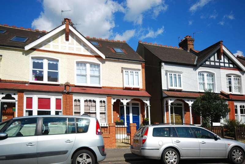 2 Bedrooms Flat for sale in Stanton Road, Wimbledon, SW20
