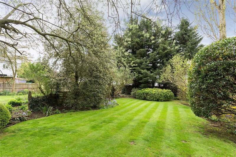 4 Bedrooms Detached House for sale in Nugents Park, Hatch End, Middlesex, HA5