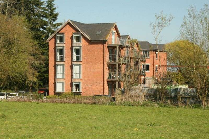 3 Bedrooms Flat for sale in Castle Mews, Eccleshall, Staffordshire