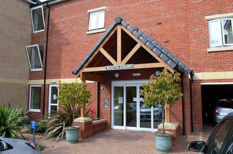 1 Bedroom Flat for sale in **MUST BE VIEWED** - CORNER POSITIONED - ASSISTED LIVING APARTMENT