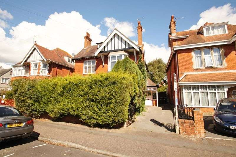 3 Bedrooms House for sale in Bryanstone Road, Bournemouth