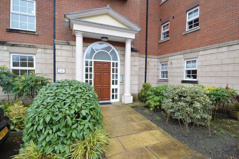 2 Bedrooms Apartment Flat for sale in Wentworth Court, Higher Lane, Whitefield, Manchester, M45