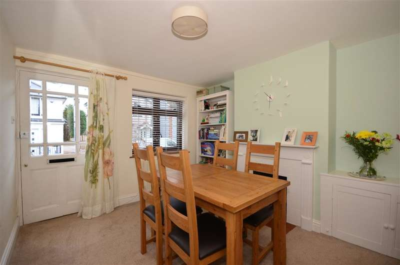 2 Bedrooms Terraced House for sale in Priory Road, Reigate, Surrey
