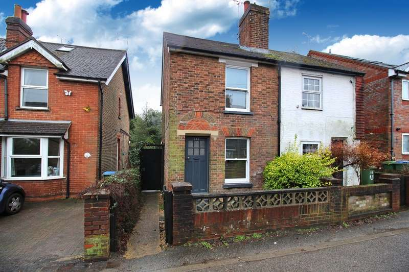 2 Bedrooms Semi Detached House for sale in Crawley Road, Horsham