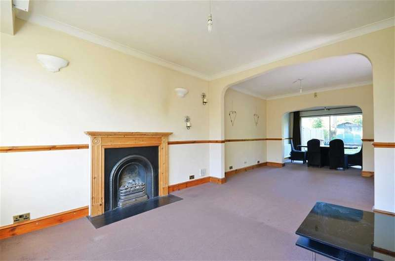 3 Bedrooms Property for sale in Denham Way, Maple Cross, Hertfordshire, WD3