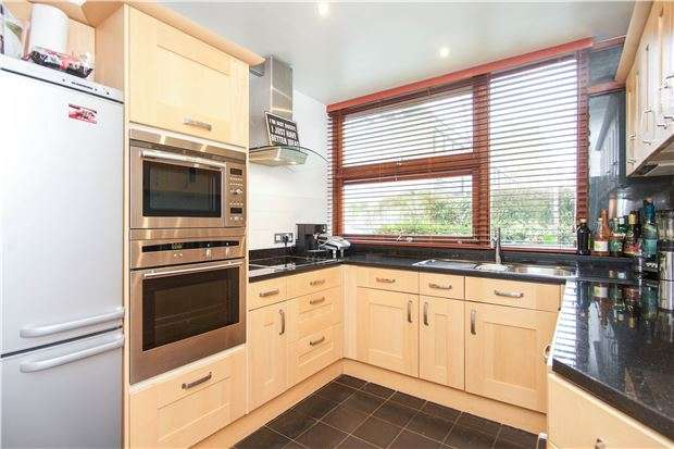 3 Bedrooms End Of Terrace House for sale in Tibbets Close, LONDON, SW19 6EF