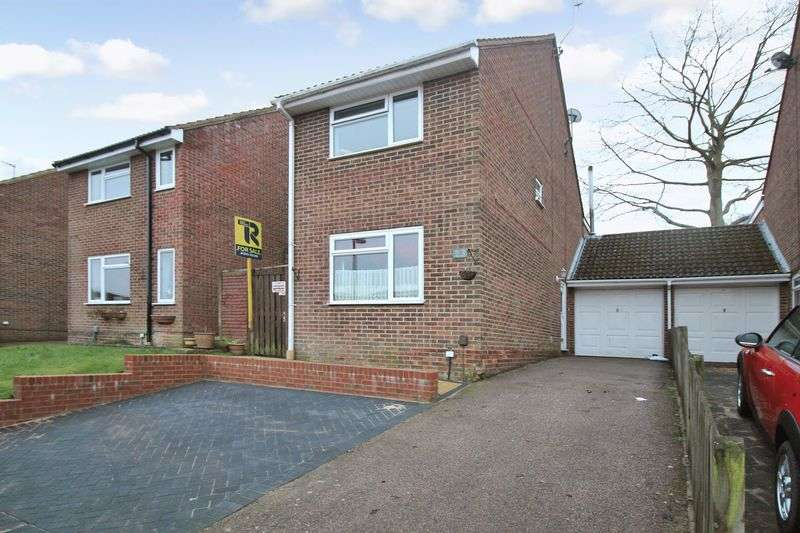 4 Bedrooms Detached House for sale in Windsor Close, Crawley