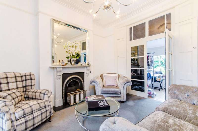 4 Bedrooms House for sale in Thornhill Square, Islington, N1