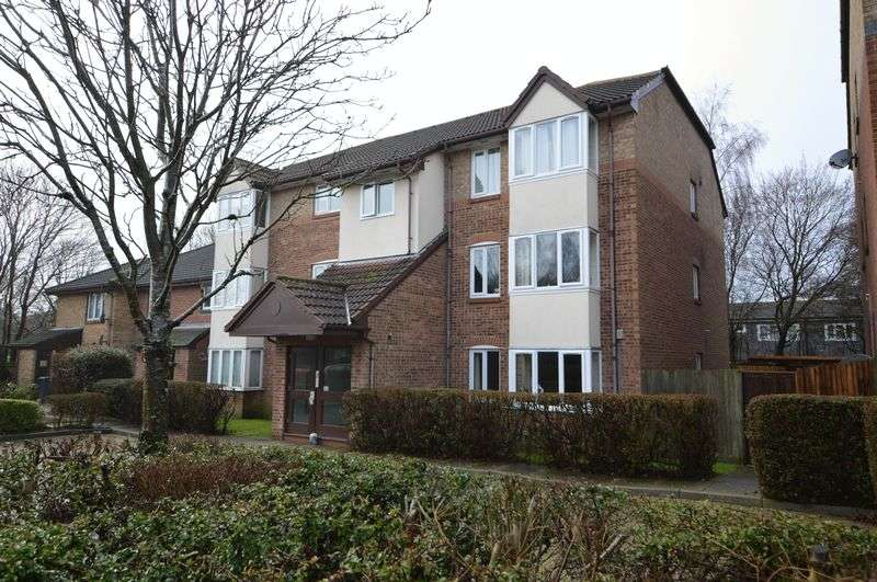 2 Bedrooms Flat for sale in Tor Close, Waterlooville