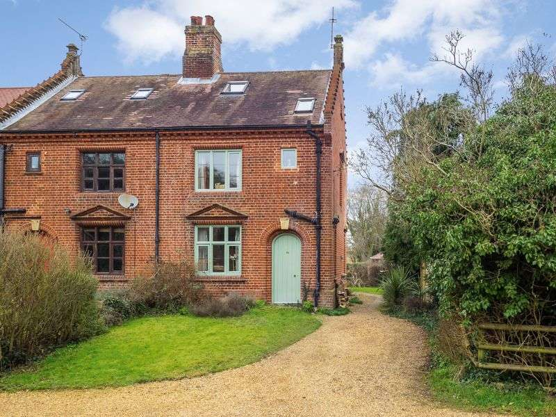 3 Bedrooms Semi Detached House for sale in The Street, Ringland, Norwich