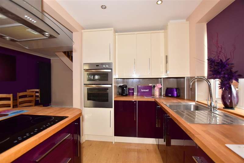 3 Bedrooms Semi Detached House for sale in Lower Twydall Lane, Twydall, Gillingham, Kent