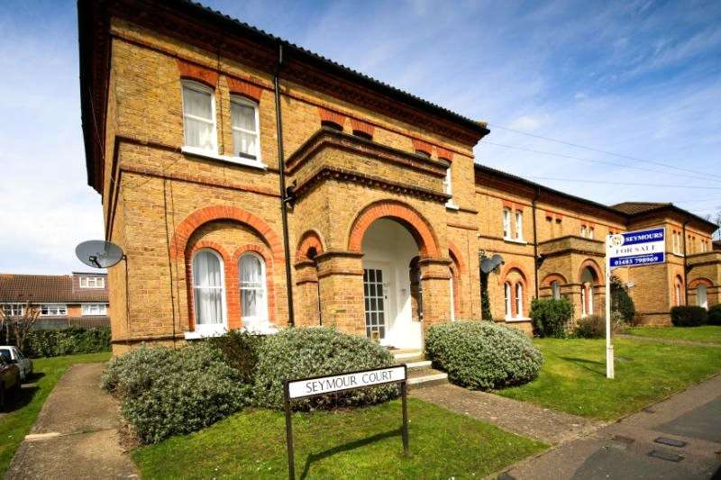 1 Bedroom Maisonette Flat for sale in Seymour Court, Raglan Road, Knaphill, Surrey, GU21
