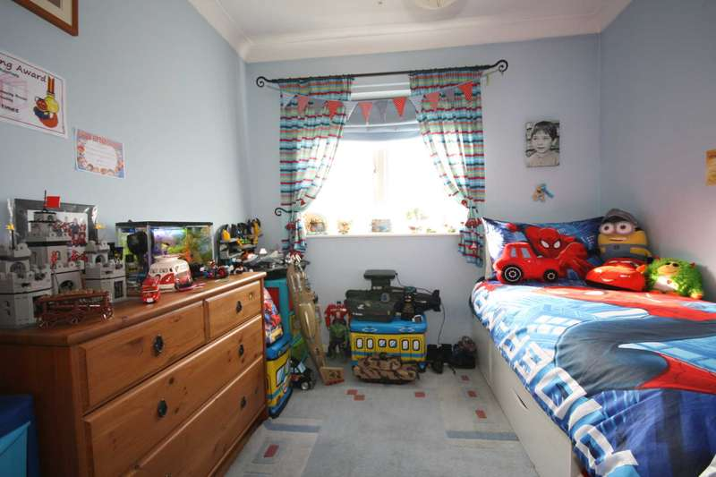 3 Bedrooms Terraced House for sale in The Upway, Basildon