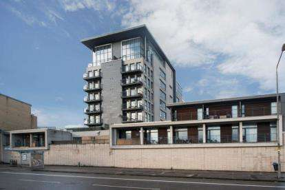 2 Bedrooms Flat for sale in Muirhouse Street, Glasgow