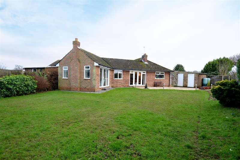 3 Bedrooms Property for sale in Wolverton Close, Horley