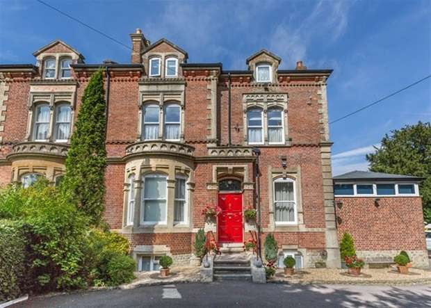 8 Bedrooms Semi Detached House for sale in Boreham Road, Warminster