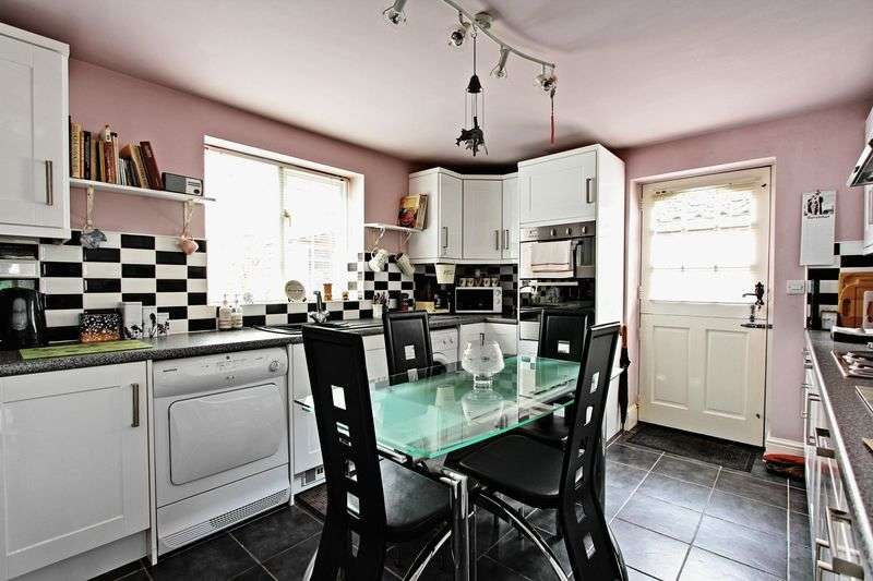 2 Bedrooms Detached Bungalow for sale in Castledyke South, Barton-Upon-Humber