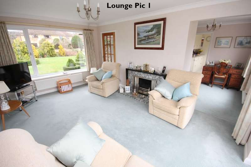 4 Bedrooms Detached House for sale in Copse Mead, Woodley, RG5