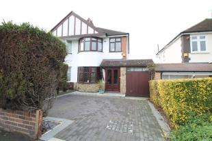 3 Bedrooms Semi Detached House for sale in Mayday Gardens, Blackheath, London