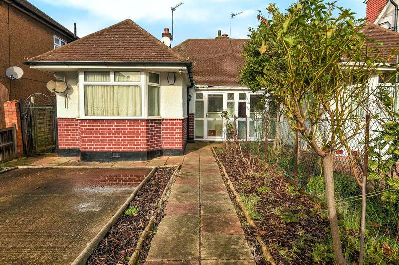 3 Bedrooms Semi Detached Bungalow for sale in Diamond Road, Ruislip, Middlesex, HA4