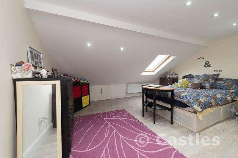 3 Bedrooms Flat for sale in Sirdar Road N22