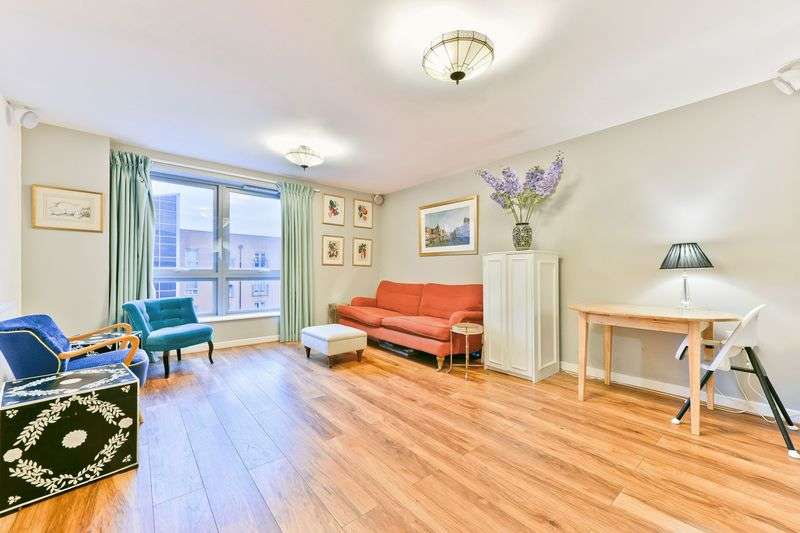 2 Bedrooms Flat for sale in Schoolhouse Lane, London