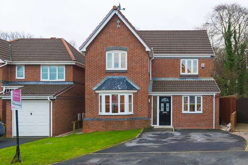 4 Bedrooms Detached House for sale in Nab Wood Drive, Chorley