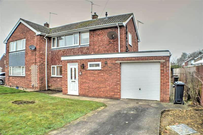 3 Bedrooms Semi Detached House for sale in Elmtree Road, Ruskington