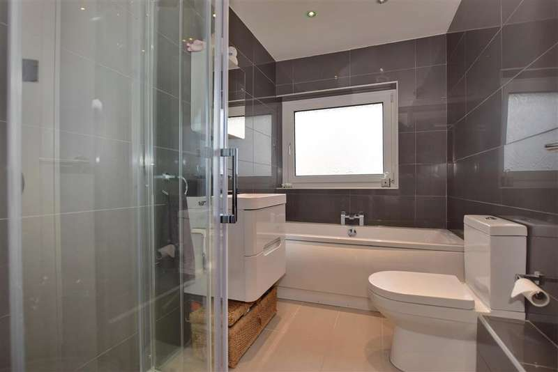 3 Bedrooms Town House for sale in Cyclamen Road, Swanley, Kent