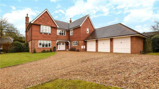 5 Bedrooms Detached House for sale in Burnmoor Meadow, Finchampstead, Wokingham